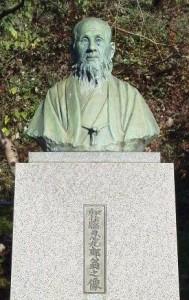 加藤忍九郎の胸像